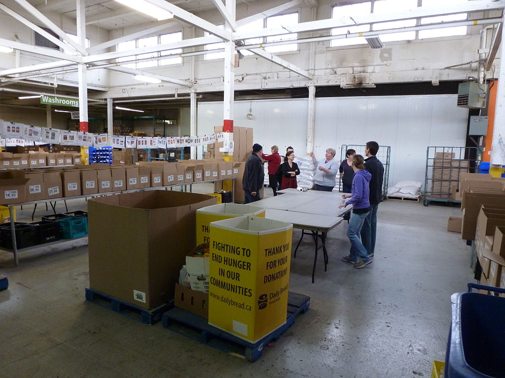 Volunteers at Daily Bread Food Bank, Etobicoke, Ontario. (By US Mission Canada (Toronto Consulate volunteers at food bank) [CC BY 2.0 (http://creativecommons.org/licenses/by/2.0)], via Wikimedia Commons)