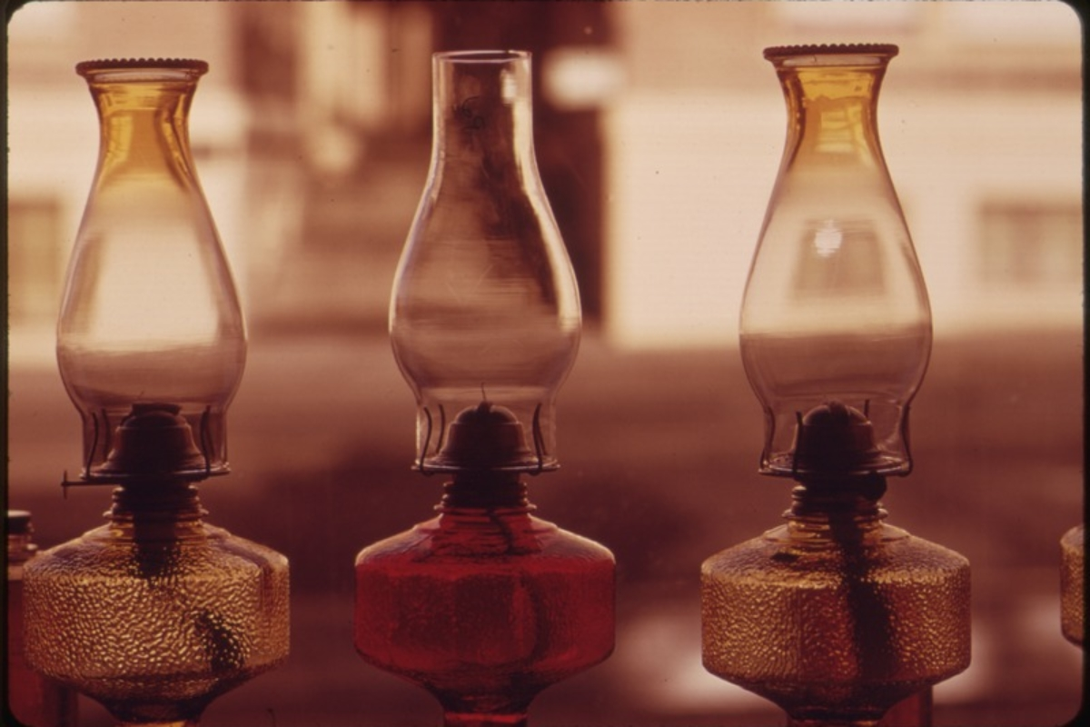 Kerosene lamps such as these in a business window, became best sellers during the energy crisis in the Pacific Northwest during the fall and winter of 1973-1974 (Photo by David Falconer, U.S. National Archives and Records Administration, via Wikimedia Commons)