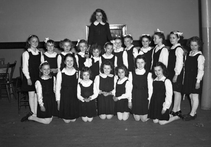 Class at Holy Angels Convent circa 1945. (Photo by Abbass Studios via Beaton Institute https://beatoninstitute.com/)