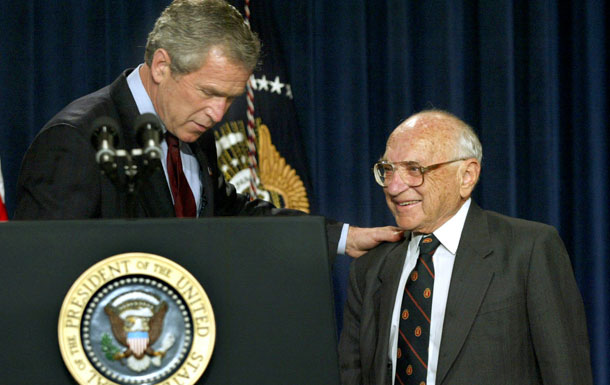Former US President George W. Bush and Milton Friedman (By Volteurismo (Own work) [CC BY-SA 4.0 (http://creativecommons.org/licenses/by-sa/4.0)], via Wikimedia Commons)