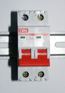 TDM, 2-pole circuit breaker (Photo by By Dmitry G (Own work) [CC BY-SA 3.0 (http://creativecommons.org/licenses/by-sa/3.0) or GFDL (http://www.gnu.org/copyleft/fdl.html)], via Wikimedia Commons)