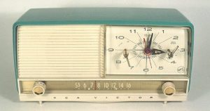 RCA plastic clock radio, 1950s (via Phil's Old Radios https://antiqueradio.org/rca07.htm)
