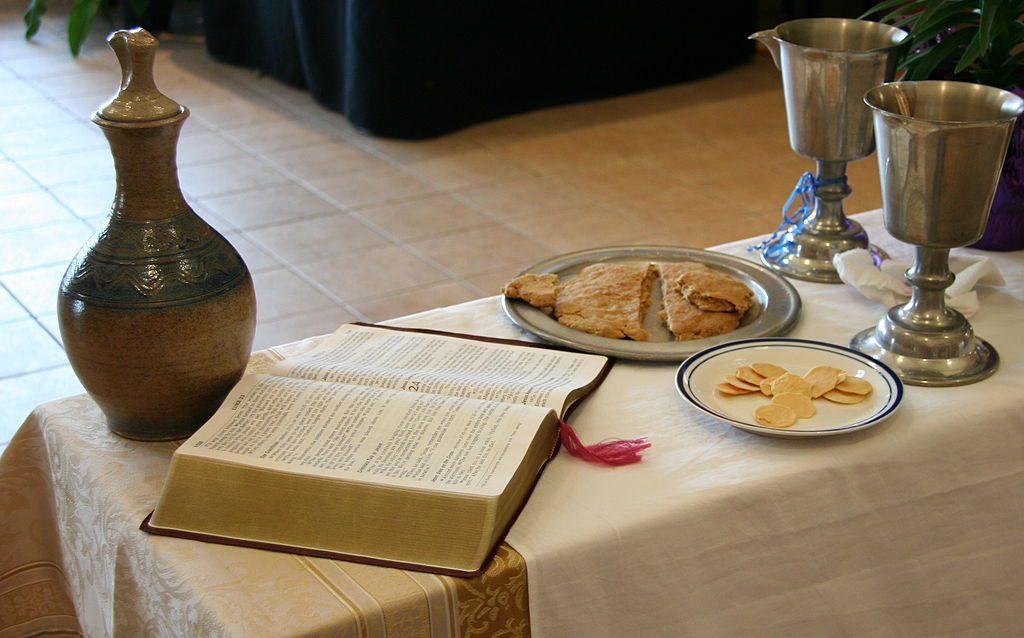 Unleavened bread and gluten free hosts. (By Jonathunder (Own work) [GFDL 1.2 (http://www.gnu.org/licenses/old-licenses/fdl-1.2.html)], via Wikimedia Commons
