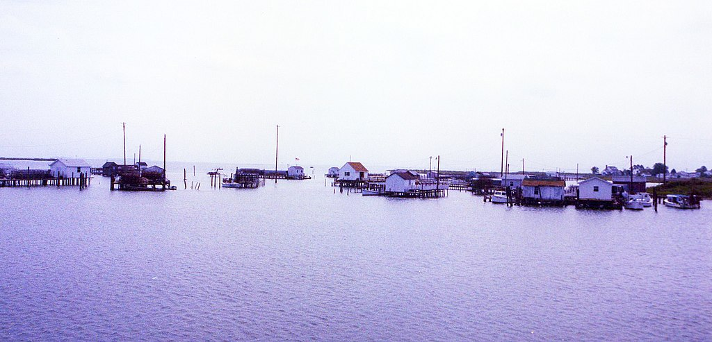Harbor channel, Tangier Island, Virginia. (Photo by David Broad [CC BY 3.0 (http://creativecommons.org/licenses/by/3.0)], via Wikimedia Commons)