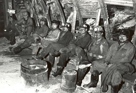 Men at work in the Lingan Mine, 16 April 1986. (Photo by Owen Fitzgerald via Beaton Institute https://beatoninstitute.com/)