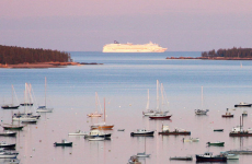 Cruise ship in Bar Harbor, Maine. (Photo by Dana Moos from Southwest Harbor, Maine, USA, CC BY 2.0 (http://creativecommons.org/licenses/by/2.0)], via Wikimedia Commons