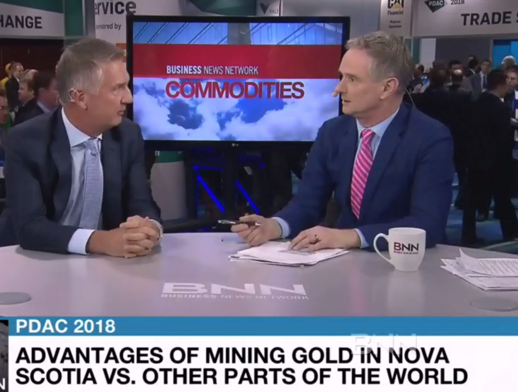 Steven Dean (l) is interviewed by Andrew Bell (r) of BNN, 2018. (Screenshot)