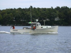 traditional Maine Lobster Boat, as seen in Casco Bay, near Peaks Island (Photo by KPWM Spotter at the English language Wikipedia [GFDL (http://www.gnu.org/copyleft/fdl.html) or CC-BY-SA-3.0 (http://creativecommons.org/licenses/by-sa/3.0/)], via Wikimedia Commons