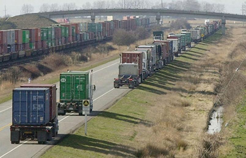 Container trucks parked along Deltaport Way create safety concerns. (Source: Delta Optimist https://www.delta-optimist.com/news/staging-area-to-get-trucks-off-shoulder-1.2020978)