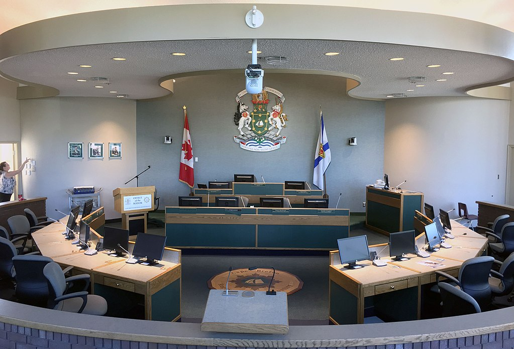 CBRM Council Chambers, 2017. (Photo by WayeMason [CC BY-SA 4.0 (https://creativecommons.org/licenses/by-sa/4.0)], from Wikimedia Commons)