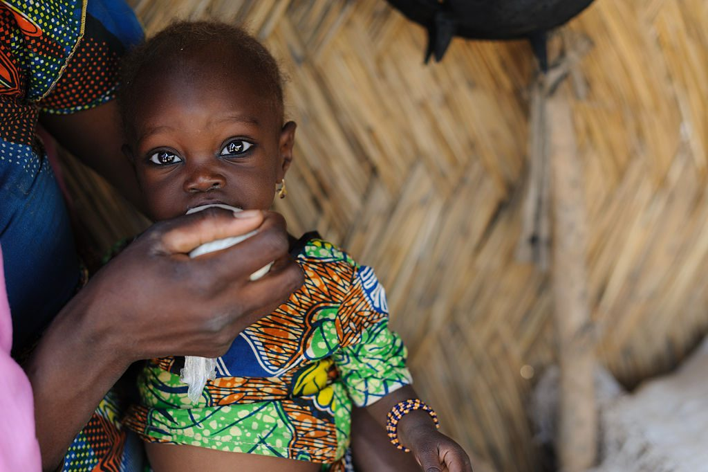 One year-old Koursia Mahamadou is a beneficiary of the Save the Children feeding program in Niger. (Photo by GSK [CC BY 2.0 (https://creativecommons.org/licenses/by/2.0)]