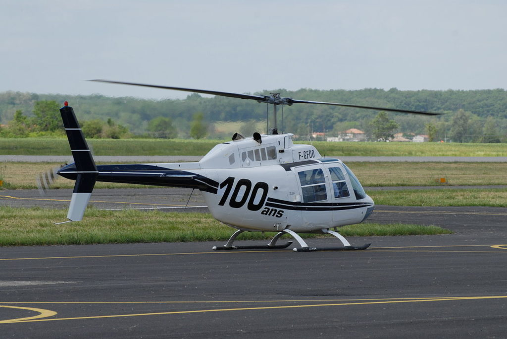 A Bell 206B JetRanger II helicopter. (Guillaume Paumier (user:guillom) [CC BY 2.5 (https://creativecommons.org/licenses/by/2.5)])