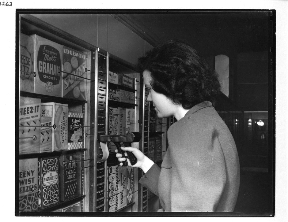 In the snack aisle, a customer uses an updated version of the key. (Memphis Public Library via Michael Freeman of Mike's Memphis Tours http://www.memphisroadtours.com/)