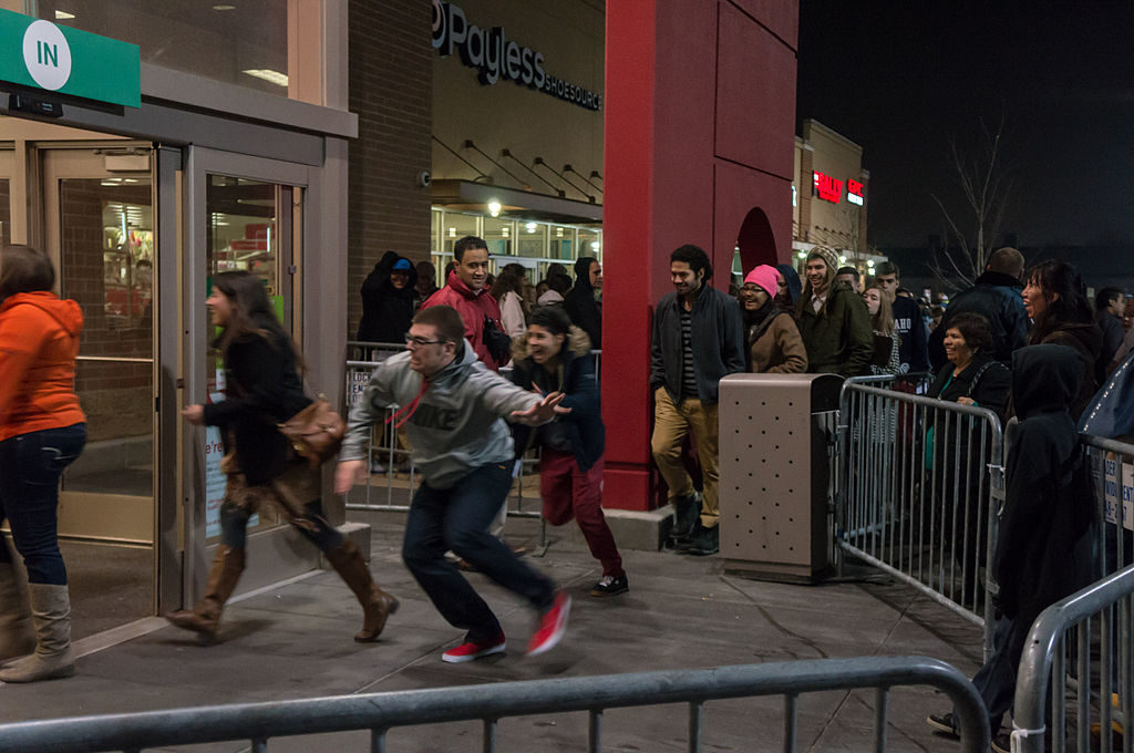 Black Friday shoppers. Photo by Powhusku from Laramie, WY, USA [CC BY-SA 2.0 (https://creativecommons.org/licenses/by-sa/2.0, via Wikimedia Commons