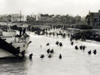 Troops of the 9th Canadian Infantry Brigade going ashore to establish a beachhead. Bernières-Sur-Mer, Normandy, June 6, 1945 By Tylerweatherill - Own work, CC BY-SA 4.0, https://commons.wikimedia.org/w/index.php?curid=67783443