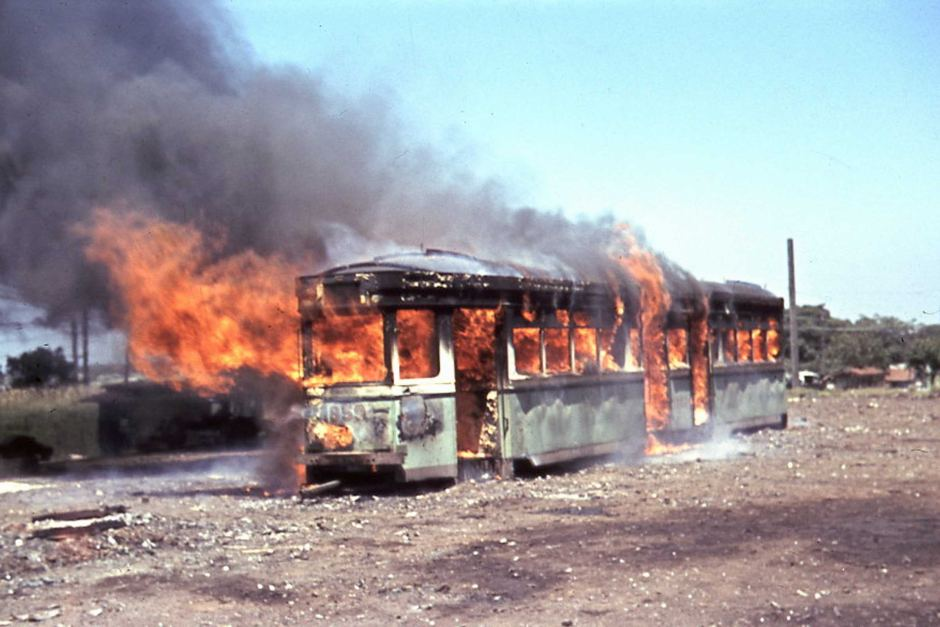 Scrapping and burning of R 1859 tram on 29 December 1960.