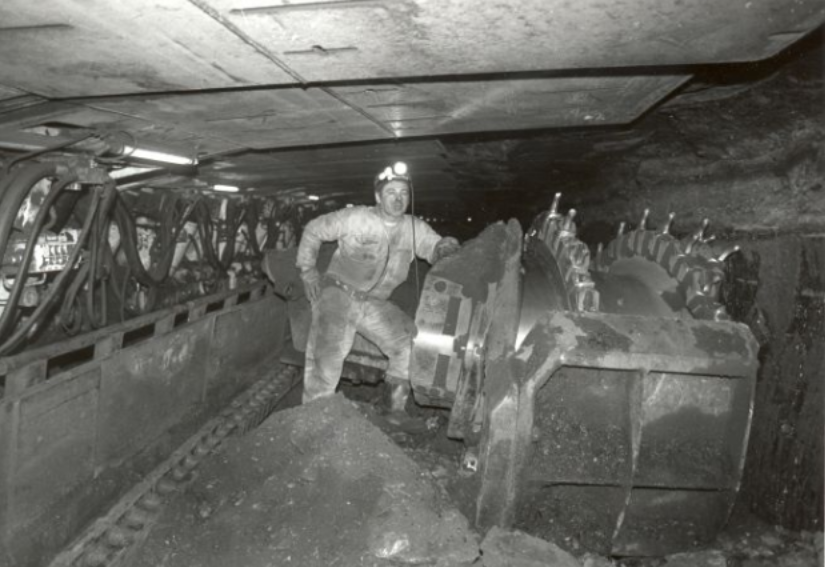 Miner Phelan mine with coal digger, 1 December 19987