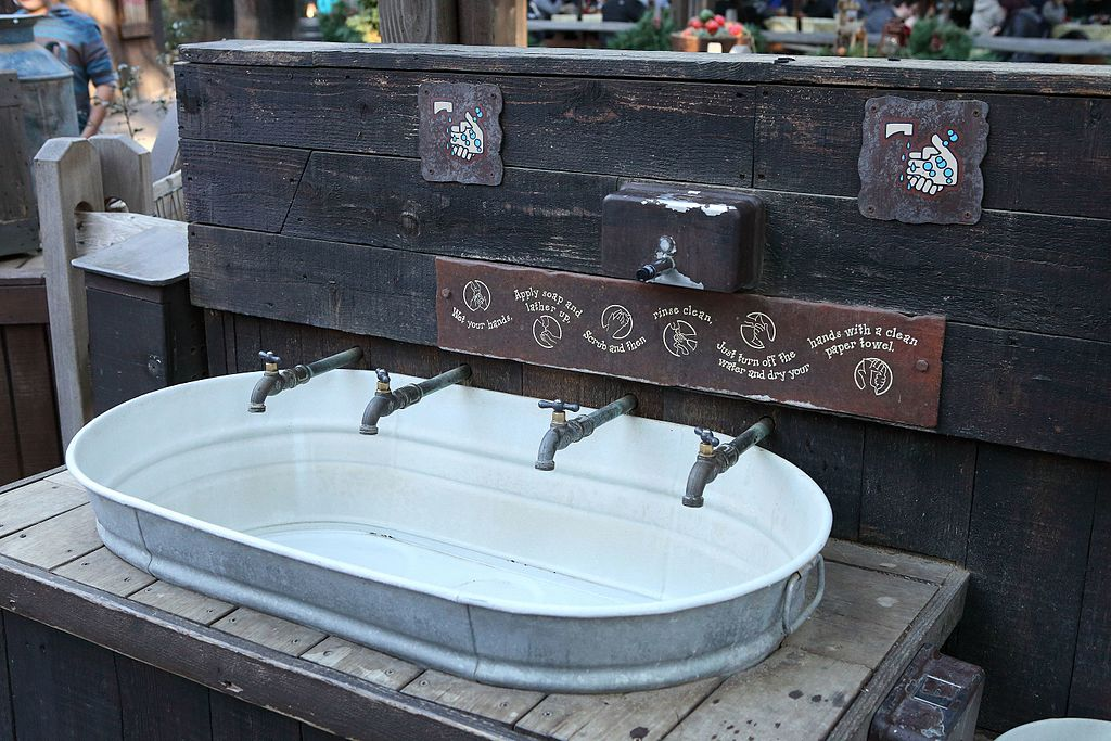 Disneyland hand-washing station bySam Howzit / CC BY (https://creativecommons.org/licenses/by/2.0)