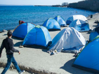 Seashore refugee camp, Chios, Greece, 2016. (Photo by Mstyslav Chernov / CC BY-SA (https://creativecommons.org/licenses/by-sa/4.0)