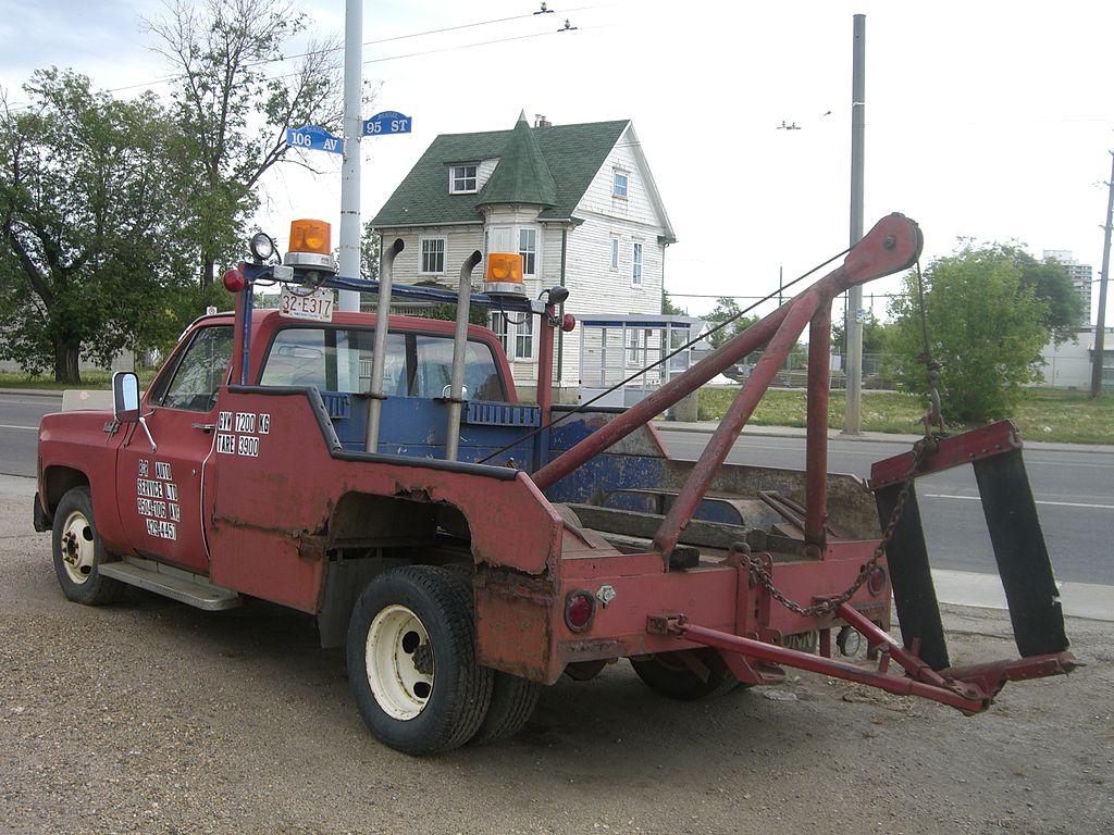 1980s-style tow truck, Edmonton, AB