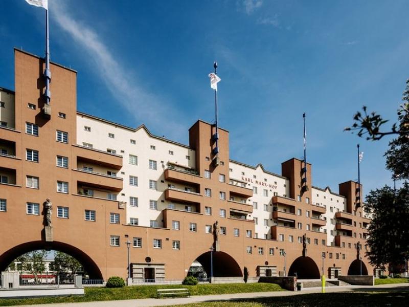 50719-gemeindebau-karl-marx-hof-aussenansicht-innenhof-park-baeume