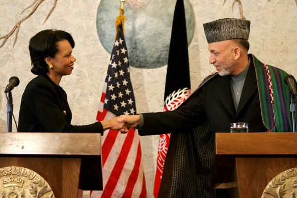 Condoleeza Rice shaking hands with Hamid Karzai, 2005.